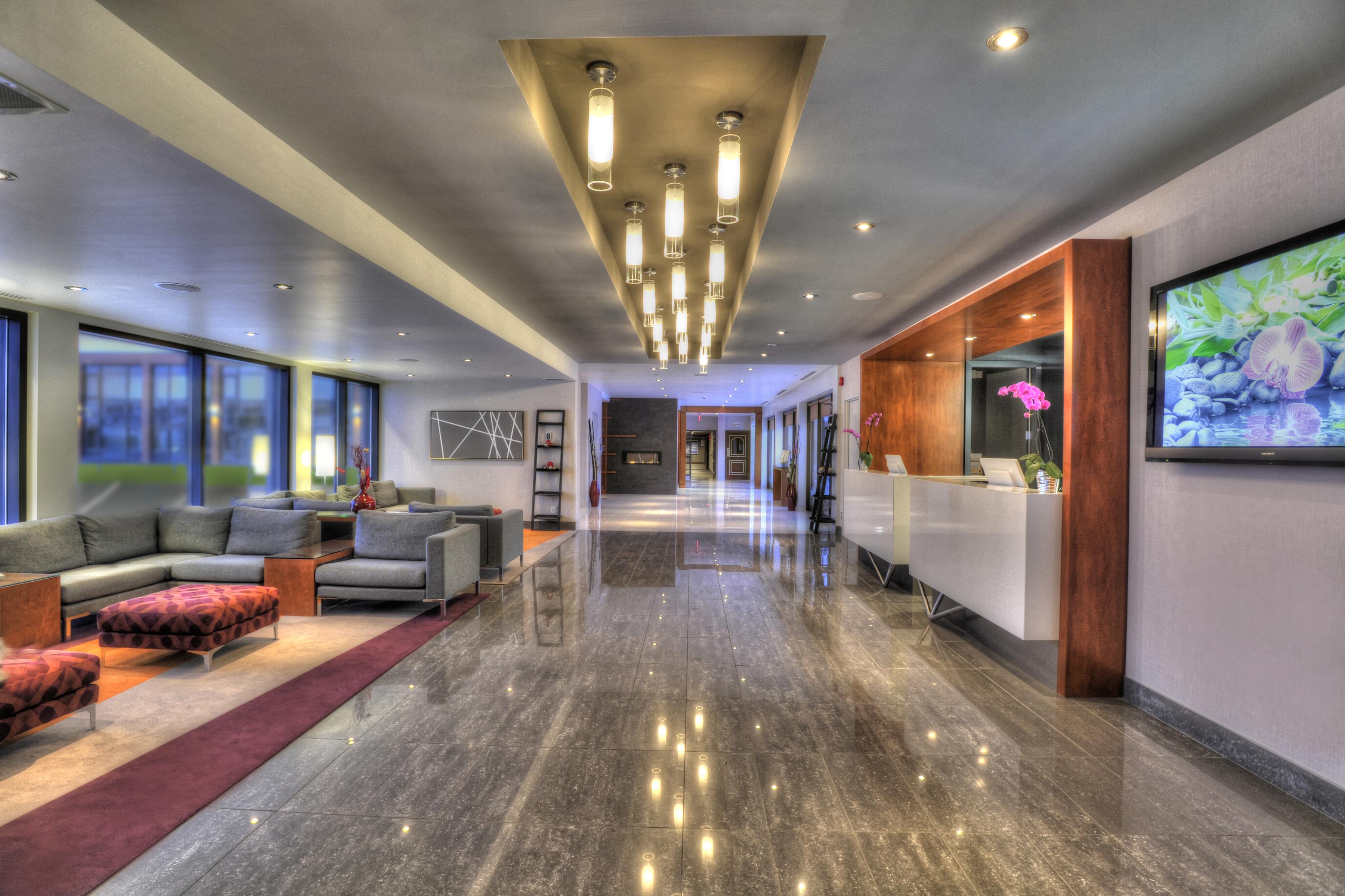 quality inn suites val d 39 or. Black Bedroom Furniture Sets. Home Design Ideas